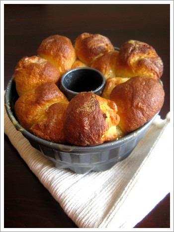 Monkey Bread 01.jpg