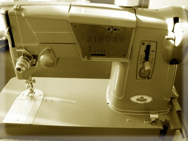 Old Sewing Machine 004.jpg